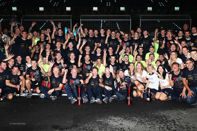 Celebración Doble Título - Red Bull - Sebastian Vettel - 2013