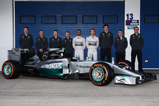 Presentación - Mercedes AMG F1 - W05 - 12 - Equipo 2