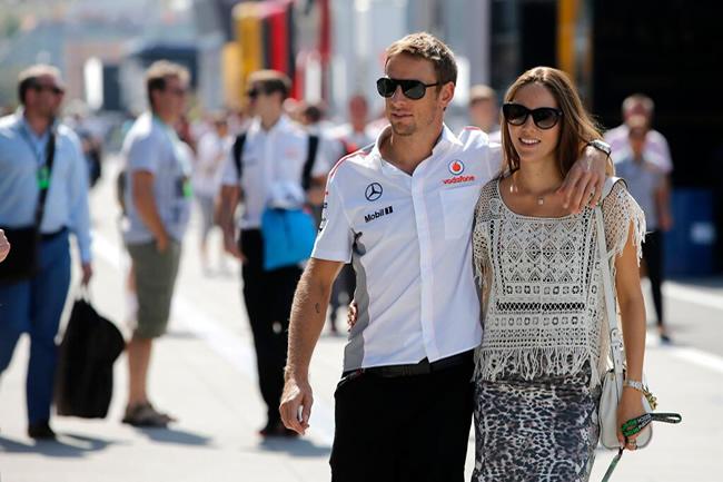 Jenson Button - Jessica Michibata - McLaren - Twitter - compriso