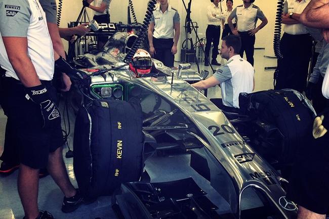 Kevin Magnussen - McLaren - Test 2 Bahréin - 2014 - día 7 (3)