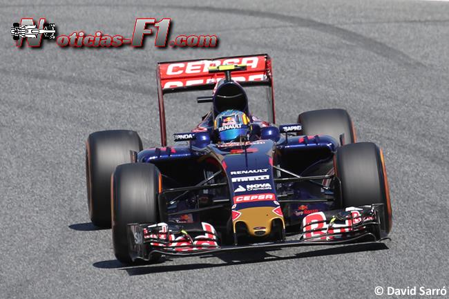 Carlos Sainz - Toro Rosso - 2015 - David Sarró - www.noticias-f1.com