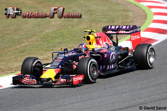 Daniil Kvyat - Red Bull 2015 - David Sarró - www.noticias-f1.com