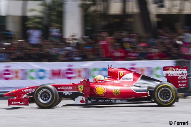 Esteban Gutiérrez - Scuderia Ferrari - Demostración Paseo Reforma - México