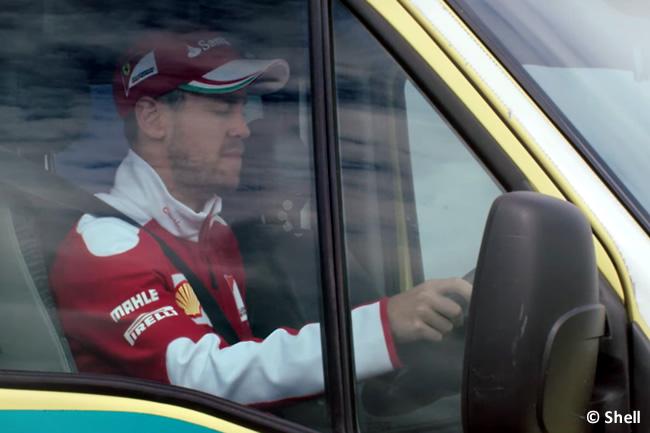 Sebastian Vettel - Scuderia Ferrari - Shell - Ambulancia