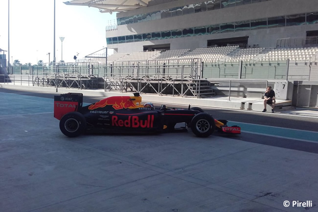 Pirelli - Abu Dhabi 2016 - Test 1 neumáticos - Red Bull Racing