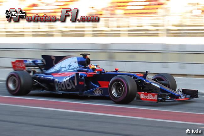 Carlos Sainz - Toro Rosso - 2017 - www.noticias-f1.com