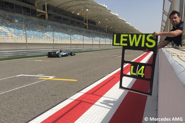 Lewis Hamilton - Mercedes AMG - Test Bahréin temporada 2017 - Día 1
