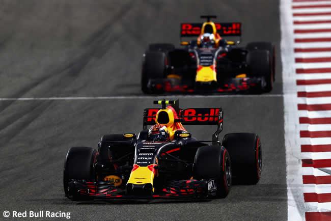 Max Verstappen - Daniel Ricciardo - Red Bull Racing - GP Bahréin - 2017 - Domingo - Carrera