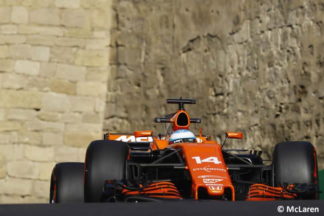 Fernando Alonso - McLaren - Viernes GP Azerbaiyán 2017