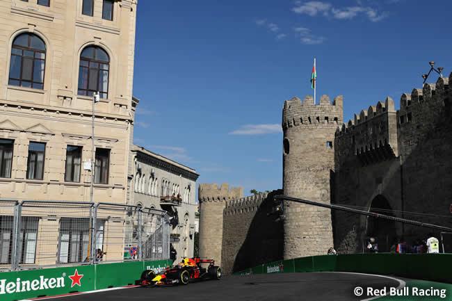 Max Verstappen - Red Bull Racing - Viernes GP Azerbaiyán 2017