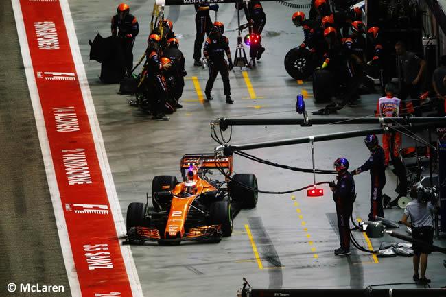 Stoffel Vandoorne - McLaren - Carrera - GP Singapur 2017