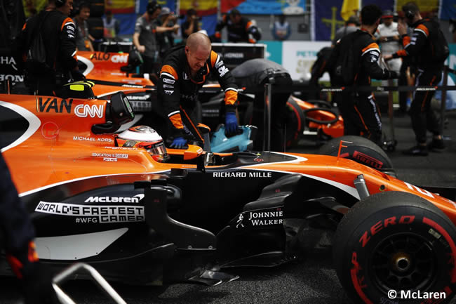 Stoffel Vandoorne - McLaren - Carrera GP Malasia 2017