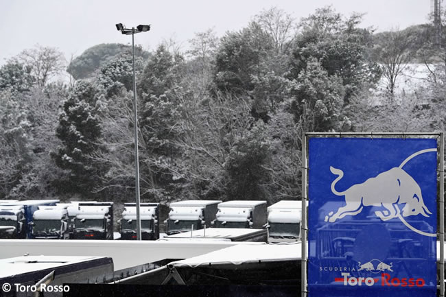 Test Barcelona 1 - Día 3 - Toro Rosso - Nieve