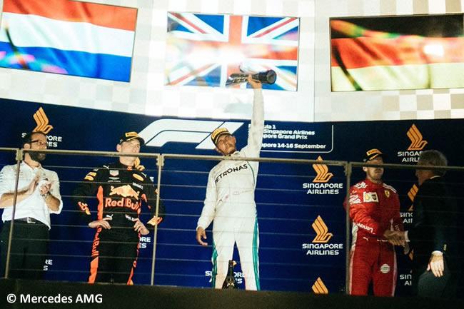 Lewis Hamilton - Mercedes - Victoria Podio Max Verstappen - Sebastian Vettel - Carrera GP Singapur 2018