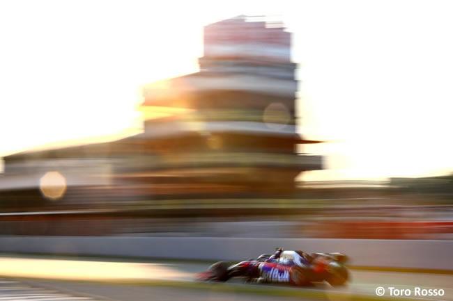 Daniil Kvyat - Toro Rosso - STR14 - Día 3