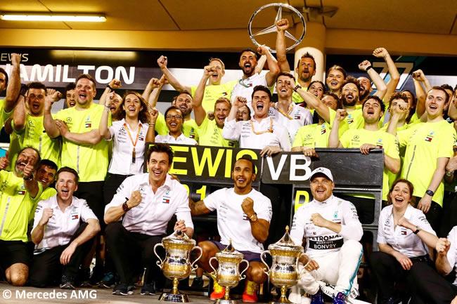 Lewis Hamilton - Valtteri Bottas - Celebración- Mercedes AMG - GP Bahréin 2019