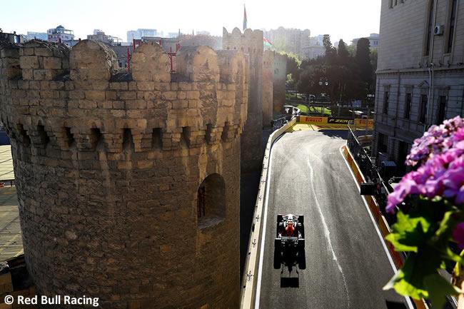 Red Bull Racing - GP Azerbaiyan - Viernes